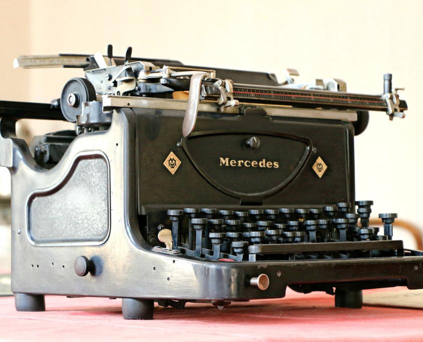 Alte Schreibmaschine Mercedes